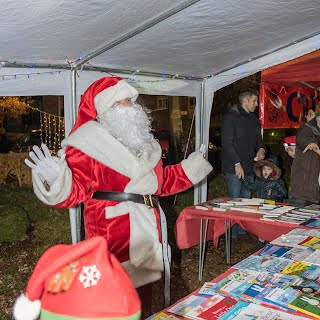Father christmas inviting dhildren to choose books